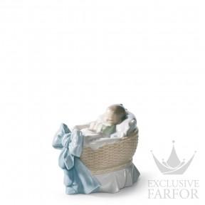 "01006976 Lladro Family Stories ""Birth"" Статуэка ""Подарок небес (мальчик- лёгкий сон)"" 9 x 7см"