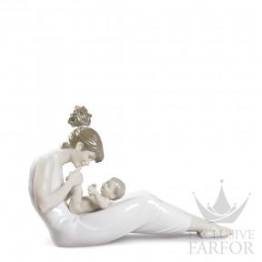 "01009152 Lladro Family Stories ""Motherhoods"" Статуэтка ""Улыбка для мамы"" 25 x 41см"